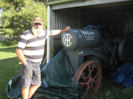 Devand: John's Antique Kerosene Powered Tractor