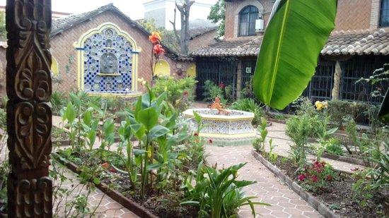 Meson de la Cofradia: Jardín digno de disfrutarse.