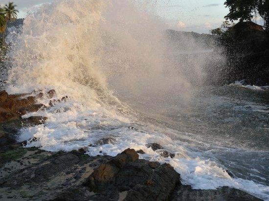 Costa Paraiso: waves