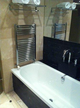 Eurostars Suites Mirasierra: 718 bañera