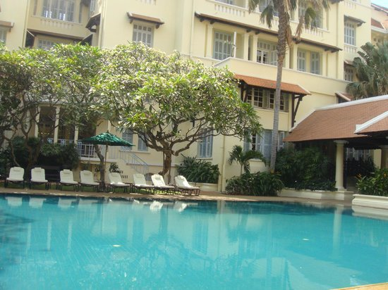 Raffles Hotel Le Royal: pool side