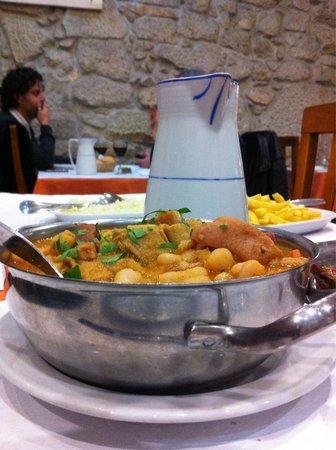 Restaurante Churraqueira A Brasa: 1/2 dose de tripes a la mode de Porto Un régal et a la fin... On n'a plus faim!