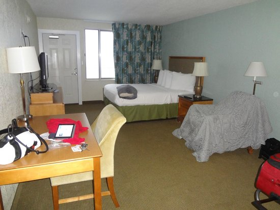 The Beachside Resort : bedroom one