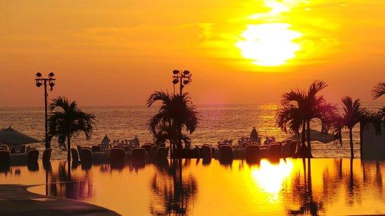Hilton Puerto Vallarta Resort: vue coucher de soleil de la chambre