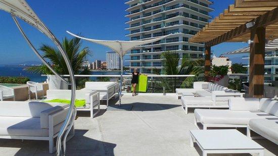 Hilton Puerto Vallarta Resort: vue piscine adulte aves sushi bar
