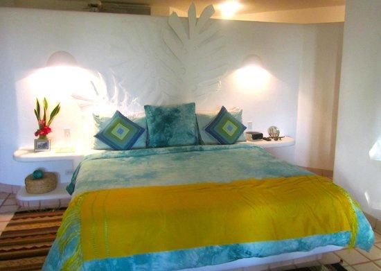 Casa Contenta Bed & Breakfast: Colorful, tasteful room