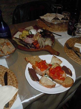 Il Grottino : Tagliere antipasto e crostini