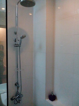 Saigon River Boutique Hotel : Shower
