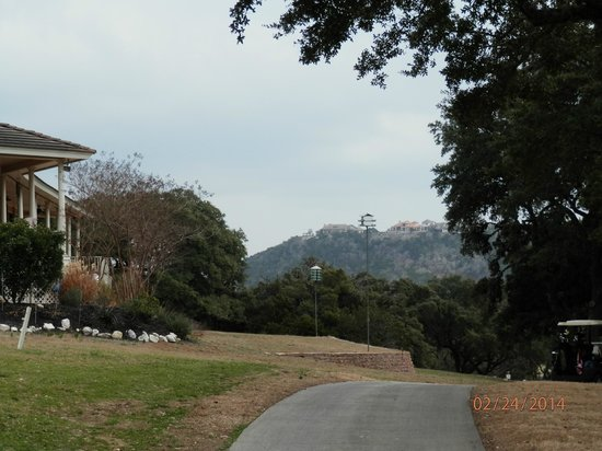 Tapatio Springs Hill Country Resort: beautiful grounds