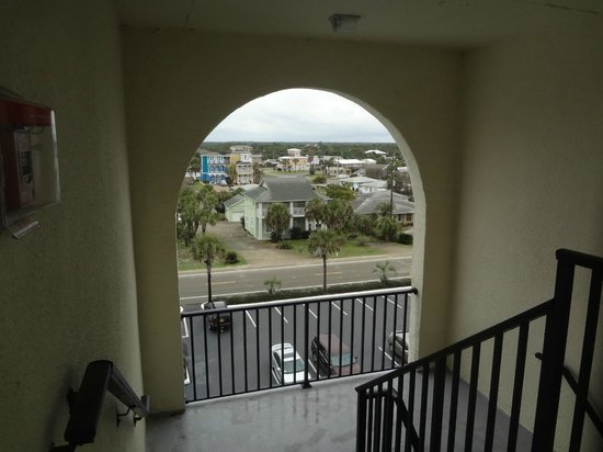 The Beachside Resort : stairway arch
