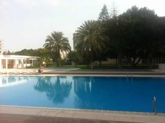 Hilton Cyprus: morning coffee poolside