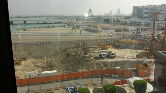 Beach Rotana : View of building works