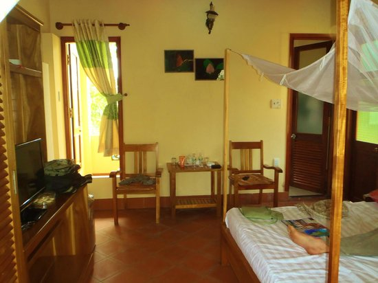 Lan Anh Garden Resort: Inside of pool-view room