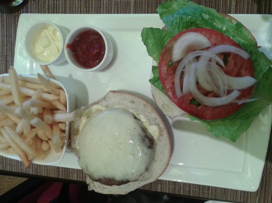 Conrad Punta del Este Resort & Casino: Hamburger no bar Blend