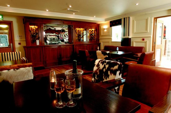 Ashford Court Boutique Hotel: Bar