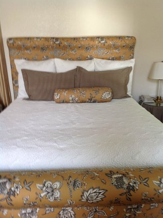 Harbor House Inn: Really comfortable king bed