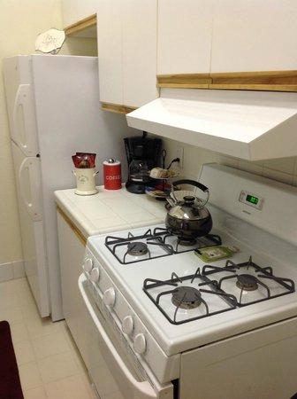 Harbor House Inn: Well stocked Kitchen