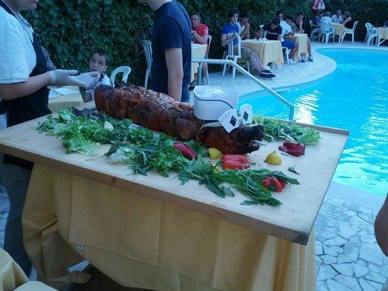 Hotel Buonafortuna : Cena a bordo piscina