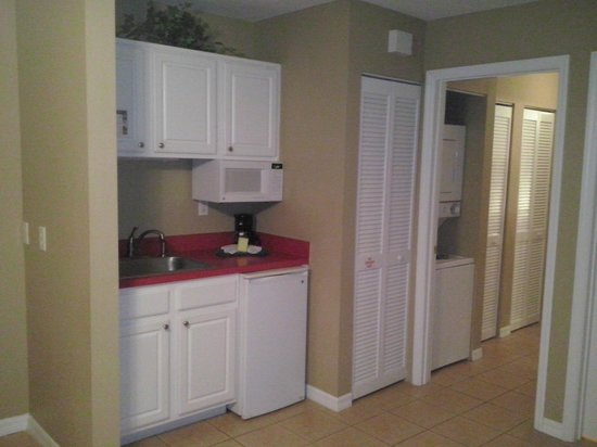 The Barefoot Suites: kitchen