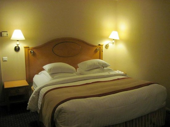 Moscow Marriott Grand Hotel : Comfortable bed