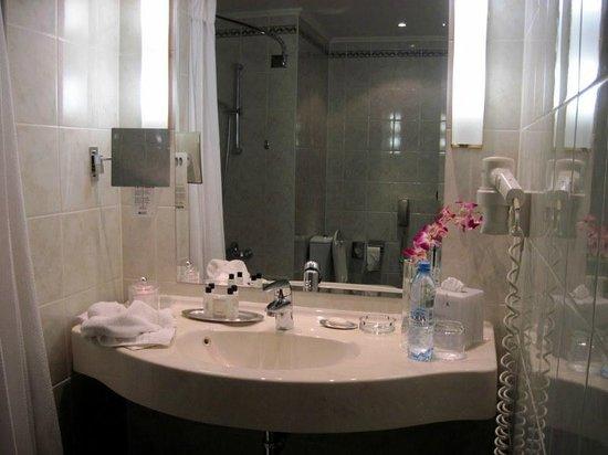 Moscow Marriott Grand Hotel : Nice bath