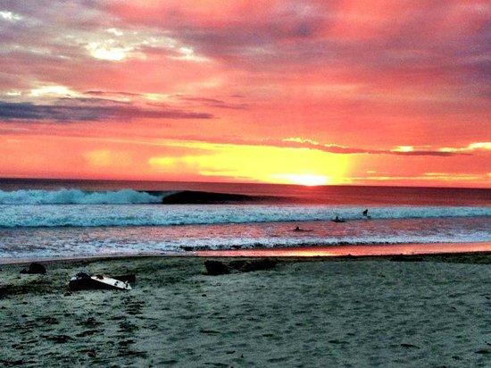 Kina Surf Shop: Just another amazing sunset surf in Santa Teresa