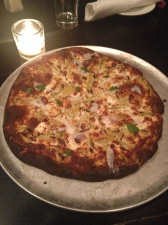 Arise Farm to Table Pub and Pizzeria: The BURNT pizza (Called Team Edward...vomit)