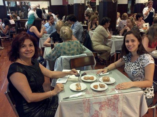 Oro Del Rhin Cafe: muitas opcoes de doces e salgados