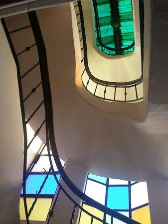 Bangera Inn: Staircase going up the sundeck