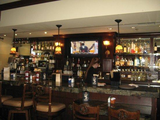Mimi's Cafe: Bar area
