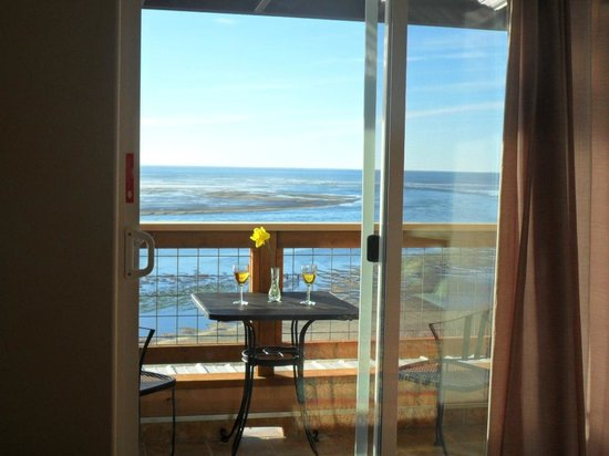 Terimore Lodging by the Sea: view onto balcony third level unit