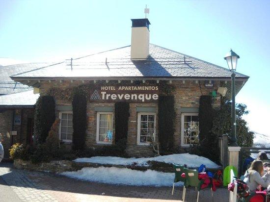 Hotel Apartamentos Trevenque: Trevenque: main entrance