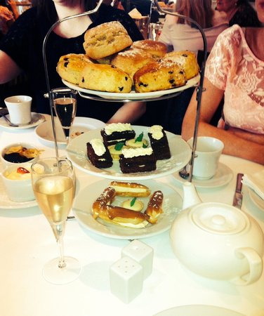 The Kilns Hotel: Fabulous Champs Afternoon Tea