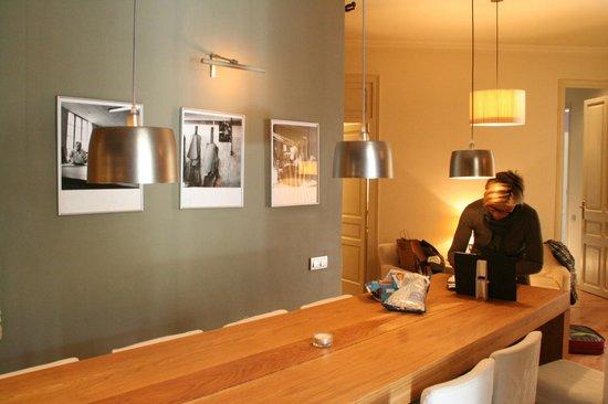 Barna House B&B: tavolata sala da colazione