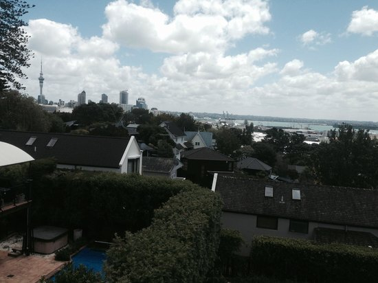 Ascot Parnell Boutique Bed and Breakfast: More views from balcony - downtown Auckland