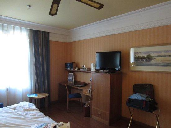 Senator Gran Via 70 Spa Hotel: Habitación triple
