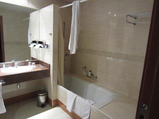 Senator Gran Via 70 Spa Hotel: Baño