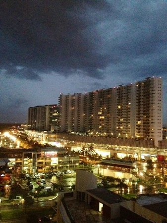 Krystal Urban Cancún: View from room at night