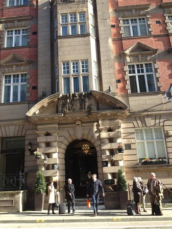 The Richmond, BW Premier Collection : Outside entrance