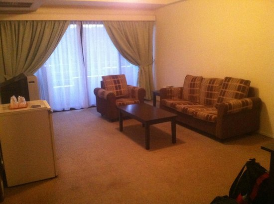 Jubilee Hotel: Separate living/dining room - with original 1970s furniture?
