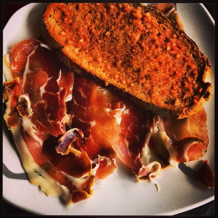 Les Templiers: Jambon serrano et pan con tomate.