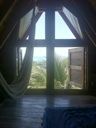 Bella's Backpackers: Tower room with sunset view. Windows to 3 different directions. would absolutely recommend!