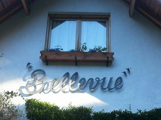Bellevue Salon de Ta & Queso Pan y Vino: Entrada