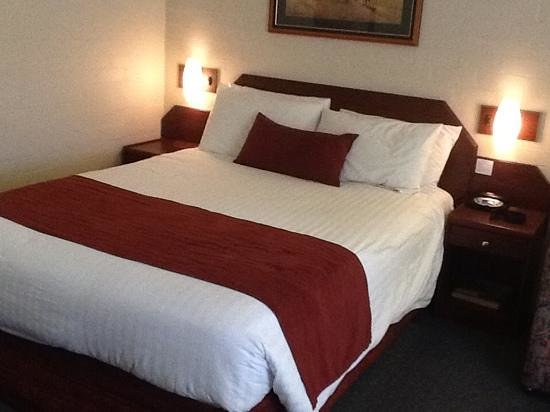 Town Square Motel: spacious room with good bed