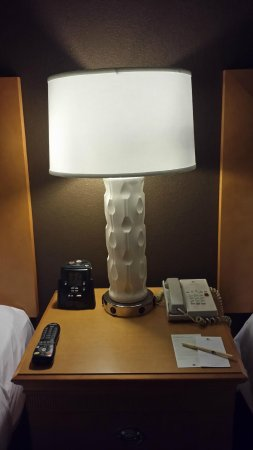 DoubleTree Suites by Hilton Orlando - Disney Springs Area: Nightstand