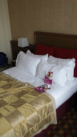 Crowne Plaza Paris Republique : Standard Room Bedding