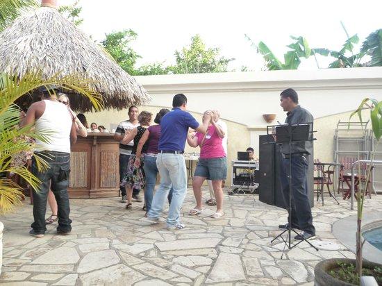 Hotel Xalteva : Dancing by the pool