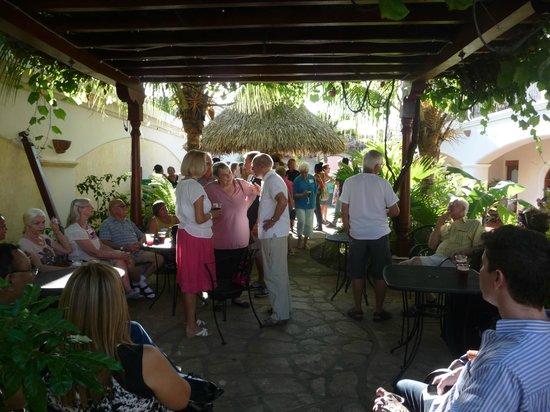 Hotel Xalteva: Networking by the pool