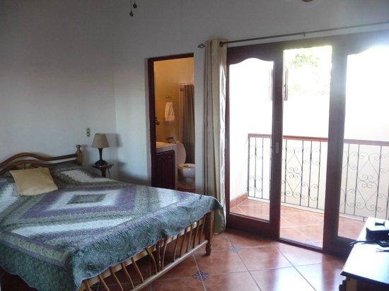 Hotel Xalteva: My ample bedroom and private balcony
