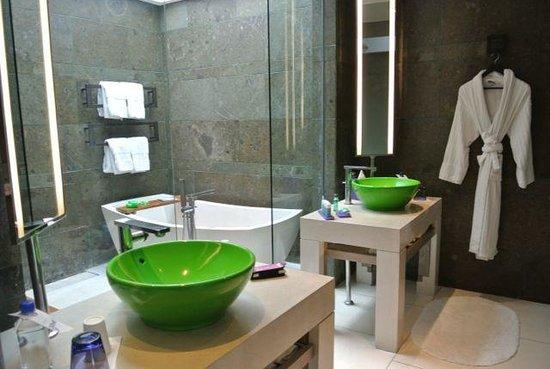 W Bali - Seminyak: OUR Amazing bathroom